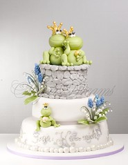 Spring Frog Prince (Bettys Sugar Dreams) Tags: wedding cake germany hamburg hochzeitstorte fondant frogprince gumpaste lillyofthevalley maiglckchen froschknig hochzeitstorten sugarpaste flowerpaste bettyssugardreams perlhyazinthen bettinaschliephakeburchardt
