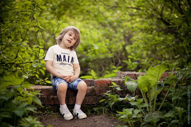 Фото мальчик поет. Фотограф Ирина Марьенко.