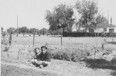 Janet and Larry (Beedle Um Bum) Tags: larry beret jinx vacantlots 648poplar bennettfarminwasco