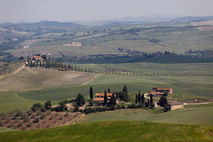 Podere (hubertguyon) Tags: trees italy europa europe italia country champs hills arbres tuscany olives fields cypress toscana toscane campagne ferme italie collines oliviers podere famr cyprs