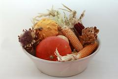 Bodegon claro (Micheo) Tags: fruit fall autumn otoño whitebackground lebrillo calabazas panochas mazorcas maiz stilllife bodegón spain الفخار