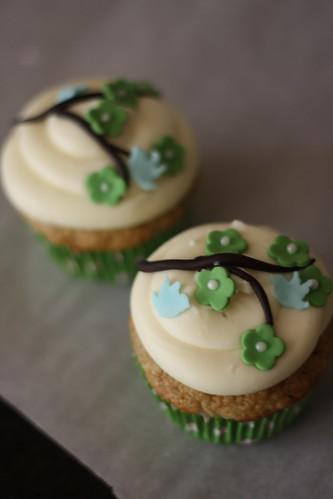 Hummingbird Cupcakes! , originally uploaded by bakers-cakes .