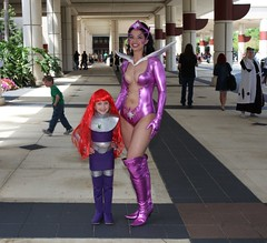 IMG_3299-1 (Patcave) Tags: costumes fiction anime green book dc costume orlando comic cosplay science convention superhero lanterns scifi lantern megacon cosplayers 2011 megacon2011