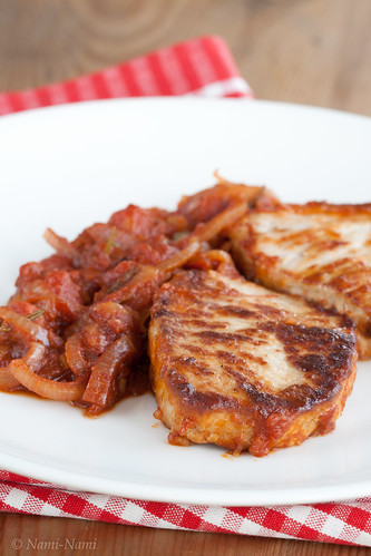 Braised pork chops with stewed tomato / Siga tomatises kastmes