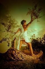 Dafne (Betto Paz Baraybar) Tags: grecia laurel mythology dafne greekmythology mitologia conceptualphotography fotografaconceptual smcpda1650mmf28edalifsdm smcpentaxda1650mmf28edalifsdm mitologiagriega pentaxsmcda1650 pentaxk7