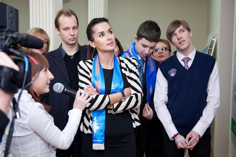 Тина Канделаки играет в идеальную школу в Казани