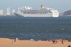 Punta Del Leste (Fabio Favaro) Tags: ocean travel sea holiday canon uruguay boat mar punta viagem carnaval cruzeiro brace ferias uruguai gopro t2i puntadelleste naivo