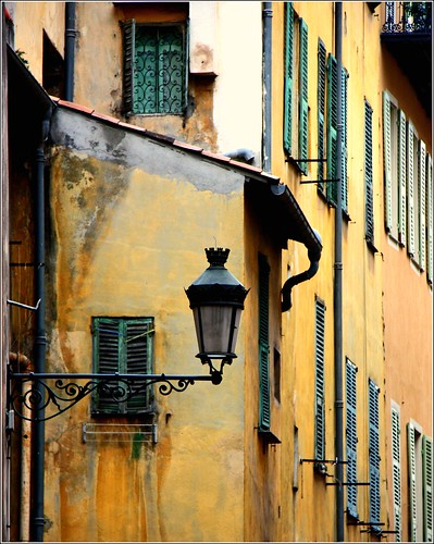 Colours, windows,street lamp... by Zé Eduardo...