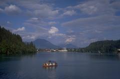 Bled (Cthonus) Tags: lake geotagged boat slidefilm slovenia scanned analogue slovenija lakebled julianalps blejskiotok bledisland pletna republikaslovenija blejskojezero julijskealpe