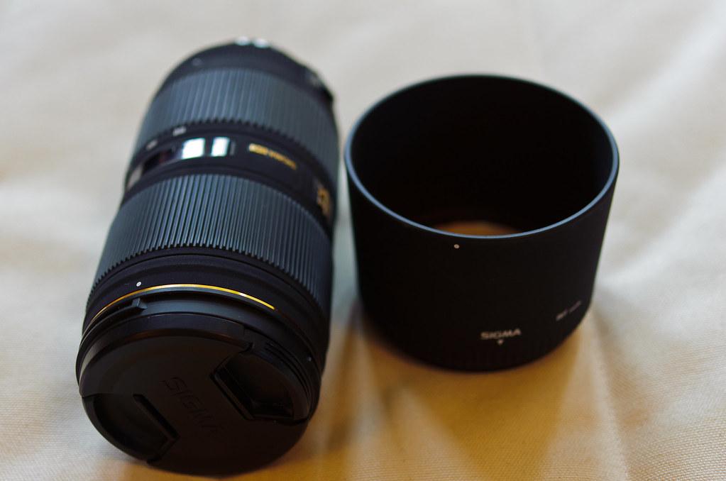 Sigma 50-150 1:2.8 II APO HSM lens and hood