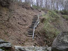 北軽井沢 - 魚止ノ滝への急階段
