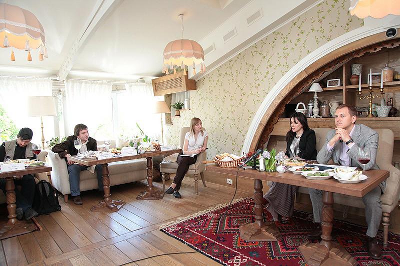 Тина Канделаки отвечает на вопросы журналистов