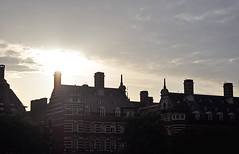 let the sunshine in. (s_mahela) Tags: houses sunset england sun london sonnenuntergang roofs sonne dach dcher