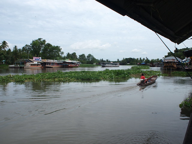 The river outside Don Wai Market