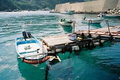 Nakachi port #1 (motty) Tags: film japan port 35mm island islands boat fishing kodak natura goto 100 fishingboats fishingboat xl nagasaki kyushu nakachi profoto classica naturaclassica nakadori kamigoto kodakprofotoxl100 shinkamigoto nakadorijima