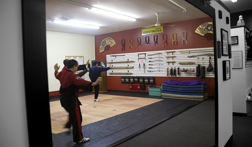 "adult_class_sifu_form_5_mirror • <a style=""font-size:0.8em;"" href=""http://www.flickr.com/photos/125344595@N05/14402060924/"" target=""_blank"">View on Flickr</a>"