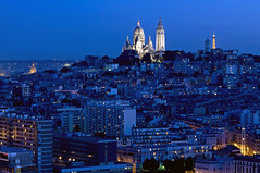 France - Paris 75018 - La Butte Montmartre (Thierry B) Tags: france skyline night geotagged photography twilight frankreich europe cityscape exterior photos nacht outdoor dusk dr frana montmartre bynight sacrcoeur 75018 geotag fr extrieur iledefrance nocturne parijs idf urbanscape pars parigi    geolocation pras  sacrcur photographies     horizontales toitsdeparis europedelouest   noctambule paysageurbain      parisrooftops photosnocturnes gotagg thierrybeauvir  beauvir wwwbeauvircom droitsrservs heuremagique  20110525 buttemontmartre