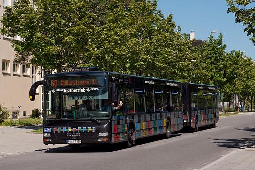 Der Buszug biegt in Kürze in die Hanauer Straße zum OEZ ein
