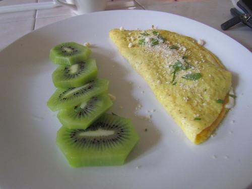 Omellete & kiwi