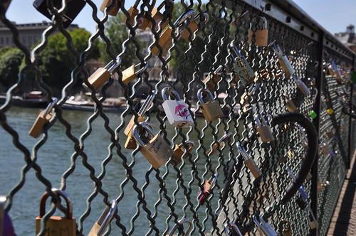 Lover's padlocks