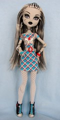 frankie stein (Laila X) Tags: white black fashion monster high doll dolls frankie clothes stein sdcc dayatthemaul