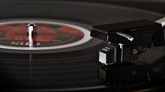 Ljudligt avtryck2... (Dinohyus) Tags: music closeup pickup clash sound record musik theclash nrbild ljud lpskiva