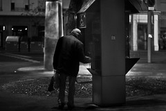 Lucky.... ? (EsteveSegura) Tags: street b bw white black photography 50mm photo calle amazing foto y negro n bn iso 1600 18 velocidad segura esteve fotografo increible ligthroom blancho fotgrafia