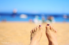 Summertime! (Yavanna Warman {off}) Tags: ocean blue light sea summer woman sun feet luz sol beach water girl azul foot 50mm mar sand agua chica dof bokeh playa arena nails pies verano tenerife summertime f18 uñas yavanna yavannawarman