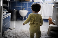 Ryan (Gwenal Piaser) Tags: baby yellow backlight cat jaune canon bathroom eos 50mm prime reflex child ryan may gimp canonef50mmf18 fullframe luxembourg enfant canoneos bb 1000 luxemburg contrejour 6d 2014 luxemburgo salledebain lussemburgo 24x36 canonef canonef50mmf18ii ltzebuerg pygama eos6d rawtherapee unlimitedphotos canoneos6d gwenaelpiaser ef50mm18
