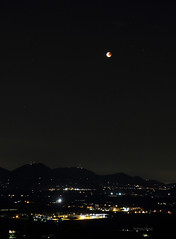 My beloved red moon... [Explored] (Robyn Hooz) Tags: red italy panorama moon mountains canon eos lights eclipse view luna vista romantic luci giugno vicenza monti romantica rossa nanto 2011 eclisse ef1740l 550d berici