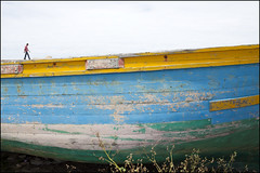 Tiny - Asilah (Roy Del Vecchio) Tags: africa man boat walk morocco tiny maroc asilah assilah