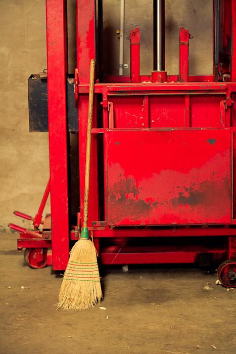 Wool bale press