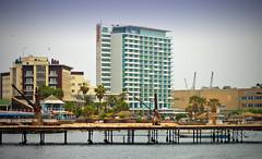 Antofagasta Chile - Hoteles y Muelle Histórico (Victorddt) Tags: chile windows hotel ventanas embarcadero sonycybershot antofagasta terrado oldpier nortedechile dsch55