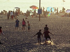 pick-up game (Robert Borden) Tags: northamerica westcoast west southwest california socal santamonica losangeles la santamonicabeach beach water sand soccer football goldenhour sunset kids playing people candid seaside ocean pacific canon