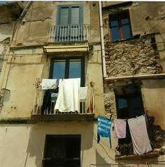 Laundry (Kings Christina) Tags: windows italy 120 vintage italian retro 120film laundry agfa calabria tropea clicki kodakektar