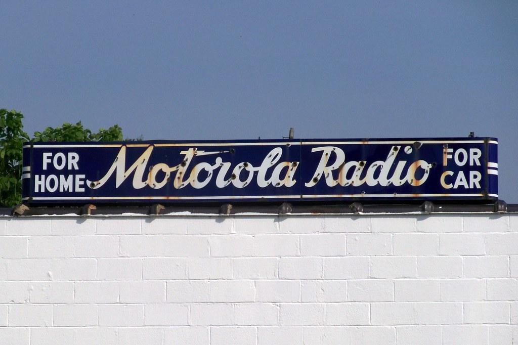 Motorola Radio - For Home - For Car  100 1512.JPG