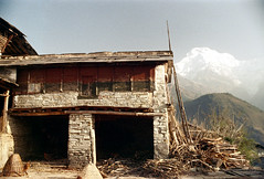 21-305 (ndpa / s. lundeen, archivist) Tags: nepal house mountain mountains color building film rural 35mm village view 21 nick hill peak hills baskets vista nepalese 1970s 1972 himalayas snowcovered nepali dewolf mountainvillage ruralvillage annapurnasouth nickdewolf photographbynickdewolf ruralnepal reel21 hillyregion