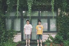 """咱就站着不说话 (敗給考試) Tags: film 35mm vintage f14 sony ts a7 customs 毕业 tiltshift 兄弟 记忆 """"shanghai samyang 复古 college"""" 移轴 上海海关学院"""