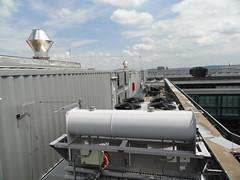 In diesen Containern sitzen die Generatoren.