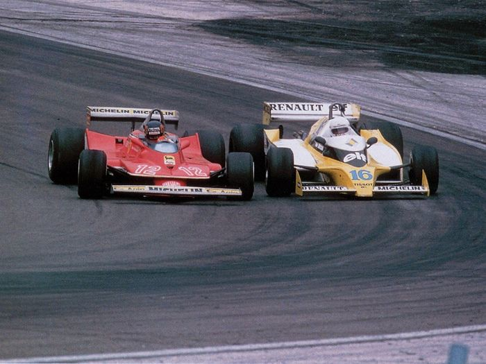 Жиль Вильнёв (Ferrari 312T4) и Рене Арну (Renaulr RS10) на Гран-при Франции, 1979-й год