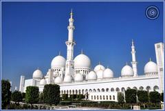 Abu Dhabi, United Arab Emirates (Wioletta Ciolkiewicz) Tags: city building minaret capital ciudad mosque arabic abudhabi dome emirate unitedarabemirates citt zea miasto budynek stolica kopua sheikhzayedbinsultanalnahyan meczet emiratiarabiuniti  emiratosrabesunidos sheikhzayedgrandmosque  uaezjednoczoneemiratyarabskie wiolettaciolkiewicz
