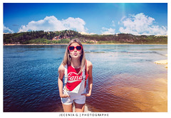 M A R I L O U (Jecenia Photographies) Tags: light red summer sky cloud color water girl fashion hotel glasses model women shoot candy heart lumire