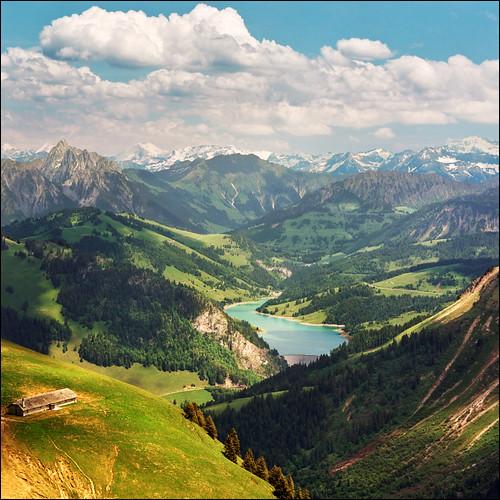 Panoramic view of Lac de l