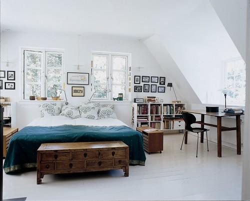 Morten Langebaek / Marianne Tuxen / Nathalie Krag via Italian Marie Claire Maison {eclectic white scandinavian modern bedroom} by recent settlers