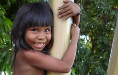 Abraçando a vida  .  .  . (ericrstoner) Tags: amazon xingu indígena kamayurá brasilindigena parqueindígenadoxingu kamaiurá bemflickrbembrasil ipavu brasilemimagens