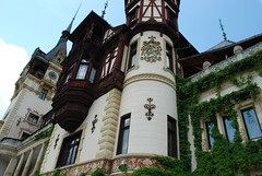 "Peles Castle <a style=""margin-left:10px; font-size:0.8em;"" href=""http://www.flickr.com/photos/64637277@N07/5890708187/"" target=""_blank"">@flickr</a>"