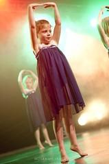 50# Gala Chor'A Corps @ Audun Le Tiche (Fête du Sport et de la Culture) (kazz creation) Tags: 50mm costume nikon lumière danse gala mouvement 18d contemporain scène lelacdescygnes kazzcreation sammyirach sammyirachd90kazzcreation choràcorps