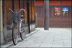 Kyoto no charinko (Eric Flexyourhead) Tags: street city urban bike bicycle japan japanese alley kyoto lane  kansai higashiyama zd  50mmmacro20 50mmmacrof20 higashiyamaku    charinko olympusep1 panasonicdmwma1
