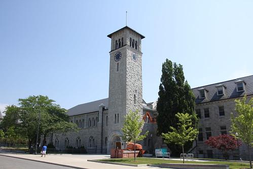 クイーンズ大学