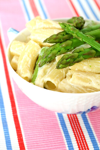 Pasta in vegan cream sauce with lemony asparagus